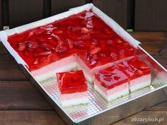 Truskawkowiec bez pieczenia Cold Desserts, Mini Desserts, Cookie Desserts, No Bake Desserts, Jello Recipes, Cake Recipes, Sweets Cake, Polish Recipes, Homemade Cakes