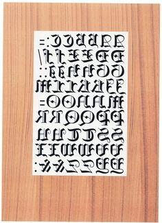 アルファベット 文字のデザイン色々 タトゥーシール アルファベット文字のデザイン シール