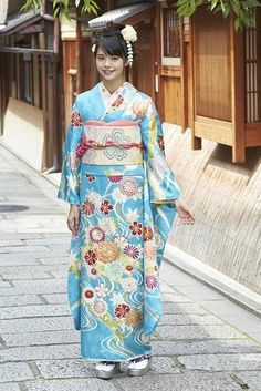 振袖 Yukata, Japanese Outfits, Japanese Fashion, Japanese Lady, Kimono Japan, Japanese Kimono, Traditional Fashion, Traditional Outfits, Kimono Dress