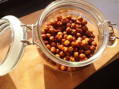 Cinnamon Vanilla Roasted Chickpeas from Moodylittlekitchen.com perfect crunchy snack