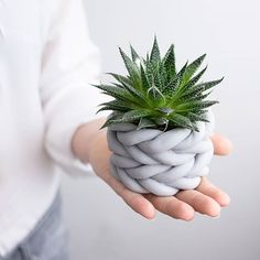 [Nachmachtipp] Mural of nails- [Nachmachtipp] Mural from nails A new flower . - FIMO Mural of nails- mural of nails A new flower pot for my brought… – # ArtDrawingsboy - Home Crafts, Diy And Crafts, Crafts For Kids, Yarn Crafts, Felt Crafts, Vasos Vintage, Fleurs Diy, Diy Cans, Pottery Classes