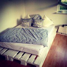 DIY Bett aus Europaletten – genauso soll meins auch mal werden
