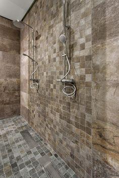 Begehrbare Dusche Mit Mosaik An Wand Und Boden #Fliesen #Mosaik #Dusche  #bodeneben
