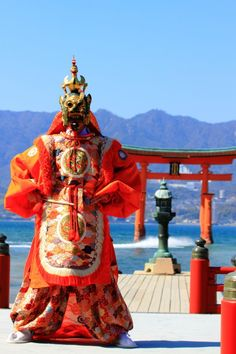 Bugaku #itsukushima #hiroshima #japann 舞楽「蘭陵王」 The traditional Bugaku, ancient musical court-dance, of Itsukushima Shrine has been handed down through the generations from the day of Taira-no-Kiyomori.