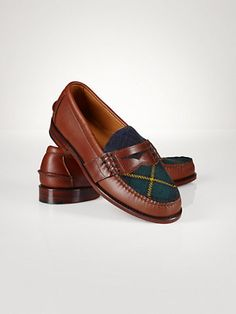 Ralph Lauren offers luxury and designer men's and women's clothing, kids' clothing, and baby clothes. Polo Ralph Lauren, Ralph Lauren Style, Penny Loafers, Loafers Men, Loafer Shoes, Moda Preppy, Gentleman Shoes, Fashion Shoes, Mens Fashion