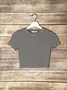 The Forever Crop Top Source Tumblr Outfits, Chic Outfits, Girl Outfits, Fashion Outfits, School Outfits, Girls Fashion Clothes, Teen Fashion, Clothes For Women, Crop Top Shirts