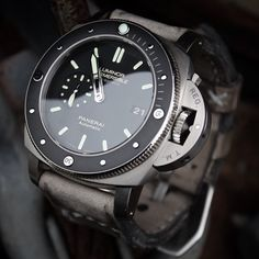One of my favorite Panerai submersibles the PAM389 Amagnetic. The contrast if case and bezel is just right! Amazing pic!