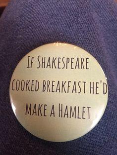 Shakespeare Hamlet pun 2 1/4 in button di NeuenschwanderBrats