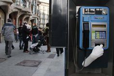 StreetArt Hand Installations Rob, Burglarize, And Beg On The Streets Of Spain