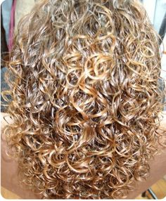 I loved getting a perm with big bouncy curls. Big Curl Perm, Body Wave Perm, Perm Hair, Hair Perms, Perm Curls, Spiral Curls, Permed Hairstyles, Layered Hairstyles, Big Curls