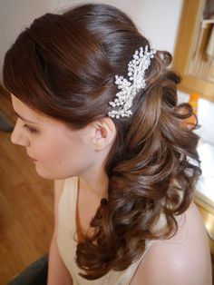 #Bridal #hair swept to the side with #curls