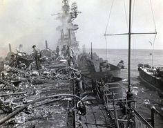 Fotografía tomada después del ataque kamikaze contra el USS Bunker Hill. Okinawa, 11/5/1945.