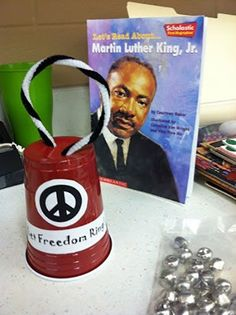 15 Fun Martin Luther King Jr Crafts for Kids which are truly Exciting - Hike n Dip Looking for some MLK Day activities? Well, here are some fun Martin Luther King Jr Crafts for kids that you'd love. From dove peace craft to freedom bell/ Peace Crafts, King Craft, Black History Month Activities, History Projects, Holiday Activities, Class Activities, Preschool Activities, King Jr, Preschool Crafts