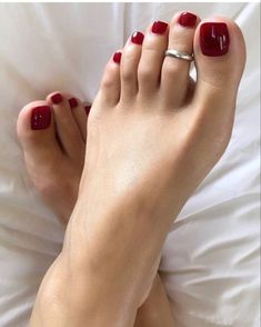 Pretty Toe Nails, Cute Toe Nails, Pretty Toes, Pink Toe Nails, Red Pedicure, Painted Toe Nails, Red Toenails, Nice Toes, Beautiful Toes