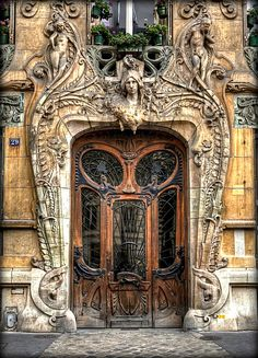 Art Nouveau Door at 29 Avenue Rapp, Paris. Built in 1901, designed by Jules Lavirotte.
