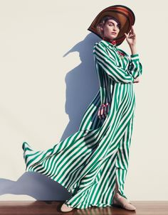 The June 2016 issue of How to Spend It Magazine from the Financial Times features a beautiful editorial introducing model Rose Smith in Nautical chic inspired vibes in a mix of stripes and b Fashion Models, Fashion Beauty, Style Fashion, Rose Smith, Nautical Looks, Nautical Style, Mode Editorials, Fashion Editorials, Striped Maxi Dresses