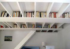 Para quem gosta de ler, ou está estudando, a parte mais complicada é achar um lugar para guardar todos os livros de um jeito organizado e de fácil acesso. Sem contar que nem todo mundo tem um espaç…