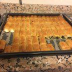 Baklava Yufkasından Ispanaklı Börek Tarifi nasıl yapılır? 2.063 kişinin defterindeki bu tarifin resimli anlatımı ve deneyenlerin fotoğrafları burada. Yazar: birtutamtarif