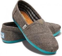 TOMS shoes are half off. Choose the best one for winter.