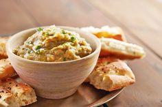 #Hummus kennt hierzulande mittlerweile jeder, aber was ist mit #BabaGhanoush?   Die Auberginen-Sesampaste ist nicht nur einfach zuzubereiten, sondern auch sehr vielseitig: als Aufstrich, Dip für Gemüse oder Chips, oder Beilage zu Fleisch, Fisch, Falafel.