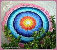 Tapete Raiado em Trapilho (Crochet Rag Rug): http://helenacc.blogspot.com.br/2013/01/tapete-raiado-em-trapilho.html