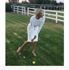 Former Real Housewives of Beverly Hills star, Yolanda Hadid, is getting herself back in shape. Girl Golf Outfit, Cute Golf Outfit, Mature Fashion, Fashion Mode, Fashion Beauty, Komplette Outfits, Fashion Outfits, Fashionable Outfits, Yolanda Foster