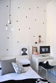 Small Bedroom Decorating Ideas: Desks Doing Double Duty as Nightstands