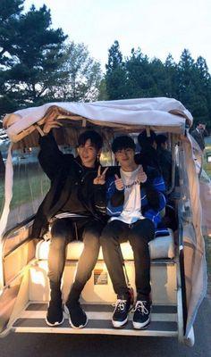 #wattpad #fanfiction Câu chuyện tình đáng yêu siêu cấp giữa Lai Guanlin và tiền bối Park Jihoon. Guanlin là học sinh trao đổi của trường YMC. Trong một lần bình luận vào ảnh của một đàn anh khóa trên thì Jihoon đã ấn like bình luận của cậu, máu tò mò nổi lên Guanlin quyết định làm quen người này và rồi thích luôn lúc n...