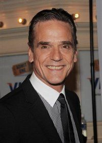 Jeremy Irons is in final negotiations to play Macon Ravenwood!