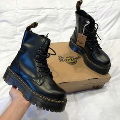 Doc Martens have been in style for almost 60 years, discover what made them so popular. We also discuss how to wear them in style! Dr Shoes, Swag Shoes, Hype Shoes, Me Too Shoes, Shoes Heels, Punk Shoes, Footwear Shoes, High Heels, Mode Outfits