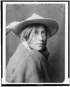 Whyay-Ring-Tewa-Indian-wearing-hat-Santa-Clara-Pueblo-New-Mexico-NM-c1905-Curtis