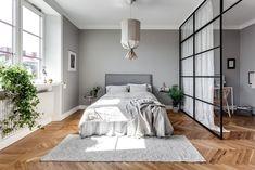 Un peu de douceur pour ce dimanche avec la visite d'un appartement gris, doux et féminin. Dans tout l'appartement, on retrouve cette couleur grise que...