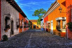 Guatemala posee una curiosa mezcla entre la arquitectura americana y europea, templos mayas y paradisiacas playas que te dejarán sin palabras. Te mostramos 10 fotos que te dejarán con ganas de ver más.