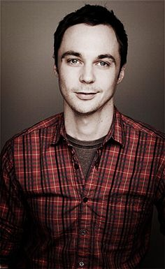 wow! nerd guy from big bang is actually pretty sexy! ow ow welcome to the hottie batottie board Jim Parsons