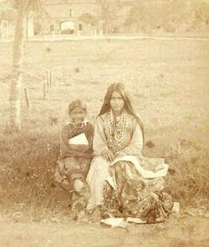 (Ft. Sam Houston Texas 1886)  Left: Charlotte Leo Sahnne Right: Nah-chlohn (wife of Chappo Geronimo)  Ni-yah's daughter Leo Sahnne, Ni-yah's nephew Gardiltha, and Ni-yah's second cousins grand daughter Nah-chlohn were the three known family members of Ni-yah's that surrendered with Geronimo's group in 1886.