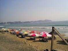 Los turistas disfrutando de la #PlayaMiramar, en la increíble costa de #Manzanillo, #Colima.