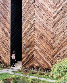 Shou sugi ban front facade Photo by @jose_mandojana Architecture by Tiffany Bowie Location: Seattle, Washington