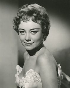 Glynis Johns born in Pretoria, South Africa on 5 October 1923 British Actresses, Actors & Actresses, Classic Hollywood, Old Hollywood, Glynis Johns, Cyd Charisse, Dora, Katharine Hepburn, Artists