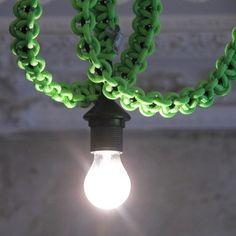 knot*knot 1.4m schwarzes Leuchtenpendel mit neongrünem Strangknoten | selekkt.com