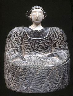 Above is a chlorite and alabaster statuette of a Bactrian princess. This princess played a key role in Central Asian mythology, where she was worshipped as a major goddess. She ruled over the natur. Historical Artifacts, Ancient Artifacts, Pottery Sculpture, Pottery Art, Ancient Goddesses, Best Barns, Idole, Small Sculptures, High Art