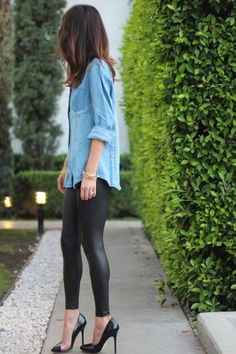Street style denim shirt, leather leggings and heels. - Total Street Style Looks And Fashion Outfit Ideas Mode Outfits, Fall Outfits, Casual Outfits, Fashion Outfits, Womens Fashion, Simple Outfits, Outfit Winter, Petite Fashion, Curvy Fashion