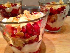 yoghurt-toetje met stoofpeer & granaatappel
