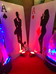 Giant Playing Card Hire, James Bond Prop Party, Event Prop Hire 007. www.eventpropshop.co.uk