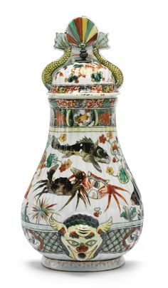 A Chinese Export porcelain famille-verte cistern and cover, Kangxi period, circa 1720