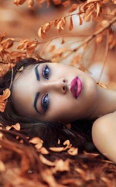 Everything Feminine: Photo Beautiful Women Over 50, Most Beautiful Faces, Beautiful Lips, Beautiful People, Girl Face, Woman Face, Body Curves, Brunette Beauty, Girls In Love