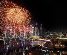 Marina Bay Singapore Countdown 2014 -  kembang api emang banyak, tapi yang paling keren salah satunya di Marina Bay :) #SGTravelBuddy