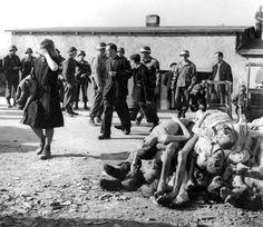 Buchenwald (1945)  Tras liberar el campo de concentración nazi de Buchenwald, en el que fueron asesinadas 43.000 personas, el general Patton obligó a civiles alemanes a recorrer el campo para que vieran lo que su país había hecho.