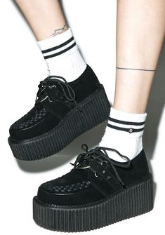 Demonia Brokenhearted Creepers don't wear yer heart on yer sleeve, or someone will rip it right off. Keep yer luvv strapped up tight with these brutal platform creepers, featuring vegan suede 'n leather construction, black interlacing details on tha rounded toe, D-ring lace ups, and cone studded straps securing a heart shaped o-ring to tha front.