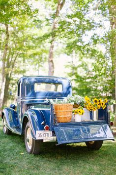This bride and groom's Wisconsin wedding will give you the same warm feeling as sunshine on your skin, and not just because it's filled with bright, cheery sunflowers and lots of golden summer sunshin. Best Pickup Truck, Vintage Pickup Trucks, Classic Pickup Trucks, Antique Trucks, Jeep Pickup, Vintage Cars, Antique Cars, Farm Trucks, Old Trucks