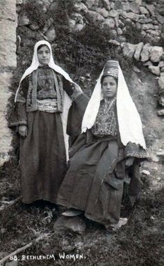 """Bethlehem Women"" || Vintage postcard; ca. 1900 - 1910."